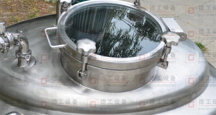 glass manhole-min