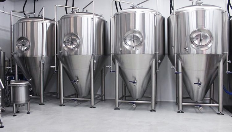 Vertical beer fermentation tank